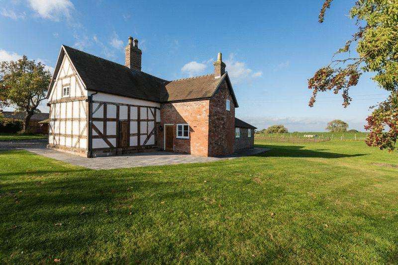 4 Bedrooms Detached House for sale in Yew Tree Farm, Audlem