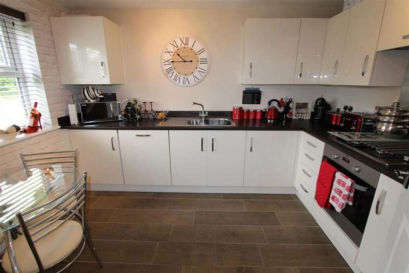 4 Bedrooms Semi Detached House for sale in Sansome Drive, Hinckley
