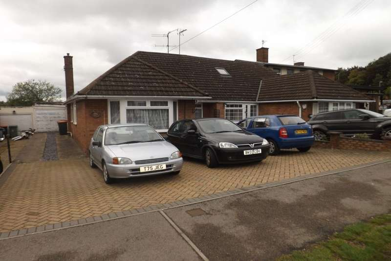 3 Bedrooms Semi Detached Bungalow for sale in Poynters Road, Dunstable, LU5