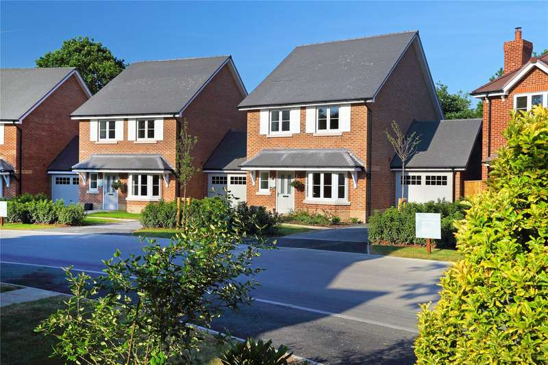 3 Bedrooms Detached House for sale in Oaks Meadow, West End, Woking, Surrey, GU24