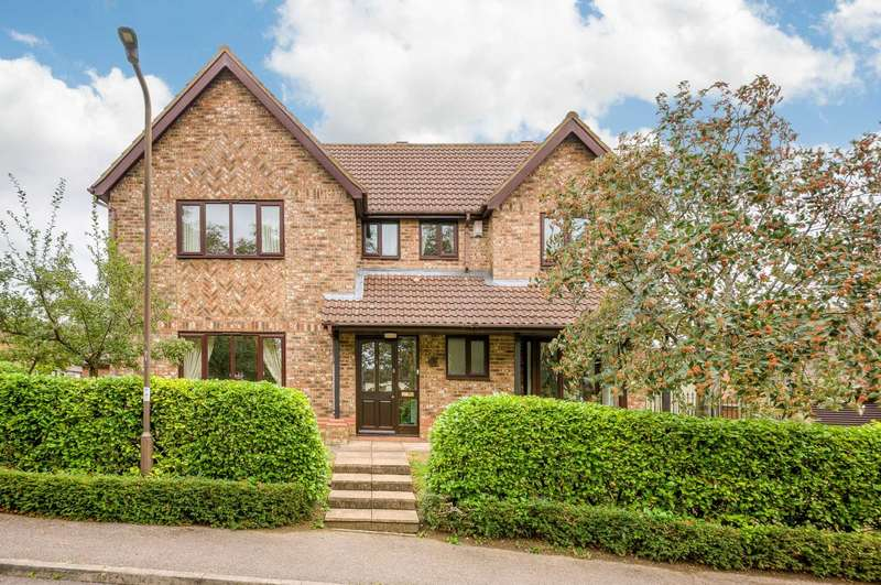5 Bedrooms Detached House for sale in Huntingdon Cr, Racecourses, Bletchley