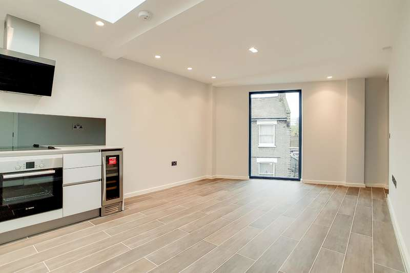 2 Bedrooms Flat for sale in Boundary Lane, London, SE17 2BH