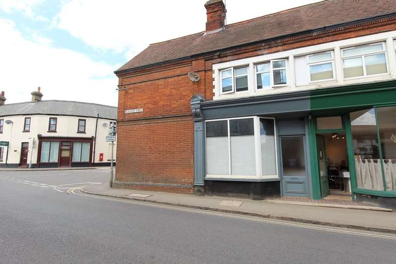 2 Bedrooms Terraced House for sale in Blackbird Street, Potton SG19