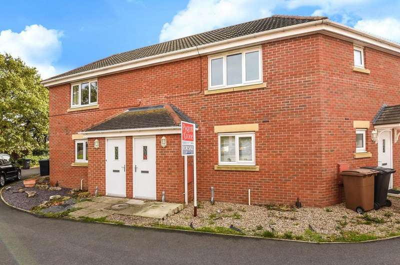 2 Bedrooms Maisonette Flat for sale in Caesar Road, North Hykeham, LN6