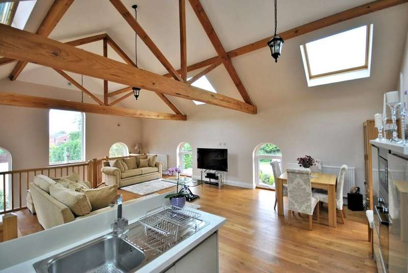 3 Bedrooms Detached House for sale in Salters Lode