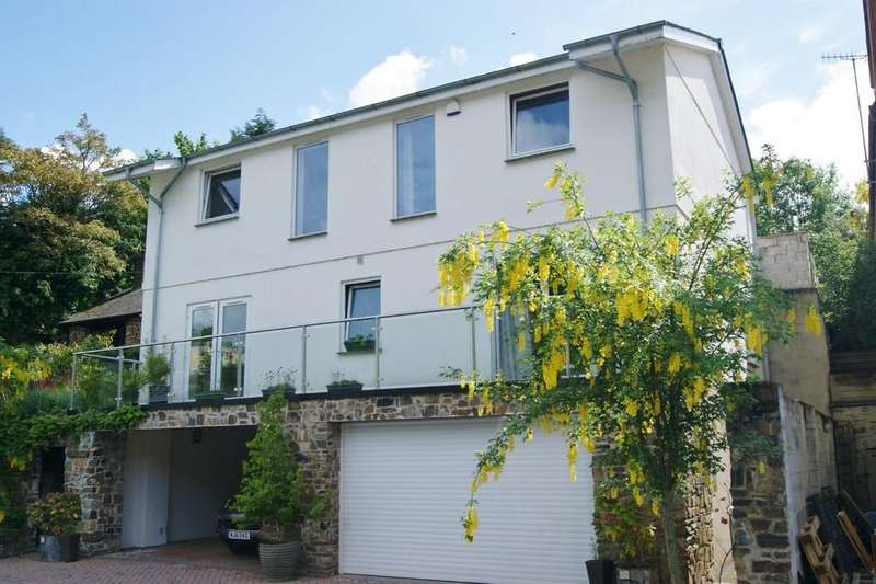 4 Bedrooms Detached House for sale in Okehampton, Devon
