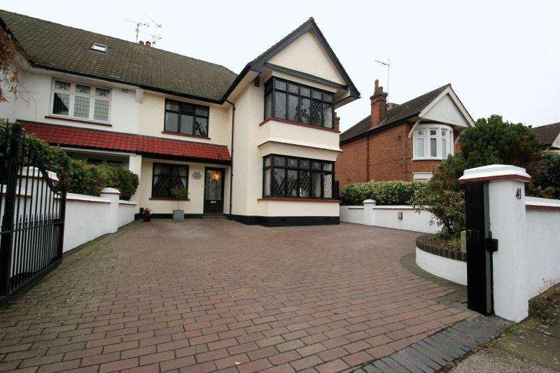 3 Bedrooms Semi Detached House for sale in Southchurch Boulevard, Southend-On-Sea