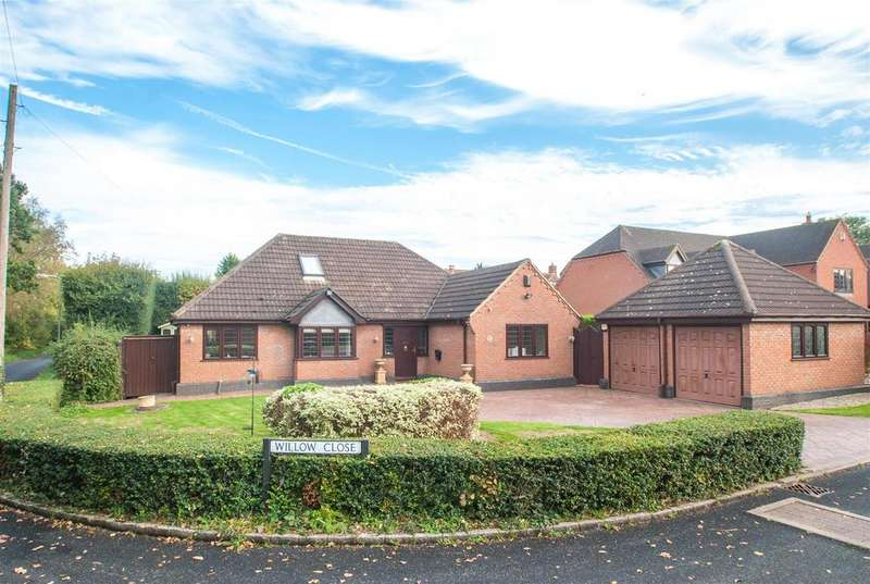 3 Bedrooms Detached Bungalow for sale in Willow Close, Lichfield
