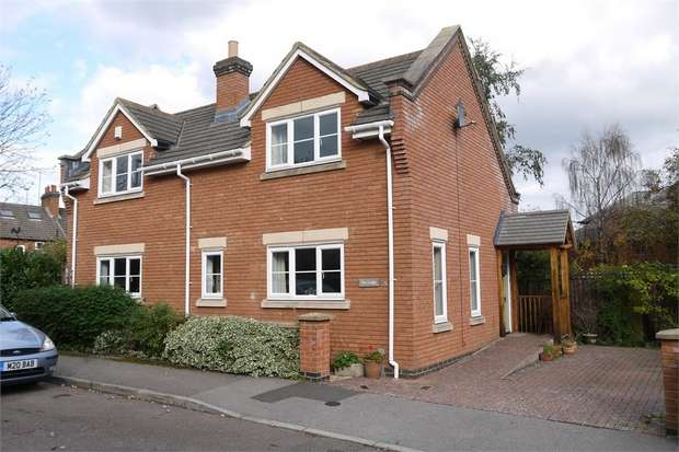 2 Bedrooms Detached House for sale in 'The Lodge', Yeomanry Court, Market Harborough, Leicestershire