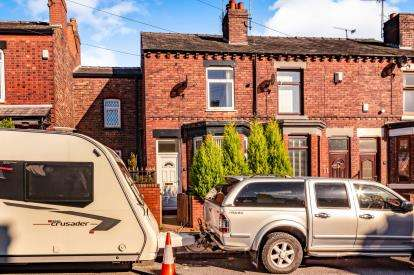 2 Bedrooms End Of Terrace House for sale in Gill Street, Portwood, Stockport, Cheshire