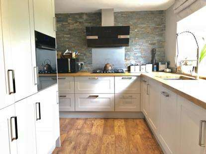 3 Bedrooms Semi Detached House for sale in Garbutts Lane, Hutton Rudby, Yarm, United Kingdom
