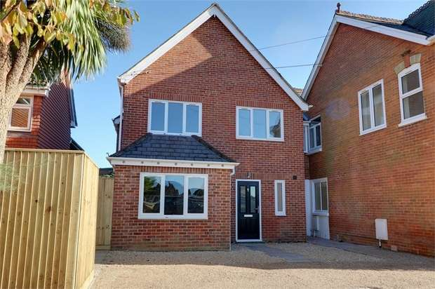 4 Bedrooms End Of Terrace House for sale in 1 Lansdowne Mews, 35 Liphook Road, Lindford, Bordon, Hampshire