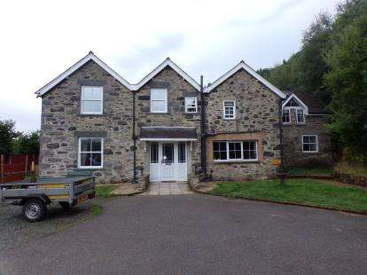 5 Bedrooms Detached House for sale in Conway Road, Dolgarrog, Conwy, LL32