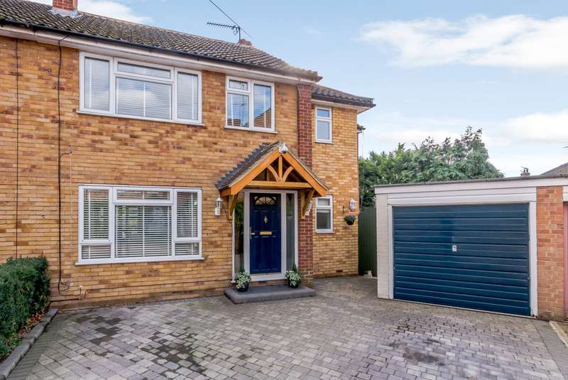 4 Bedrooms Semi Detached House for sale in Byfleet Village