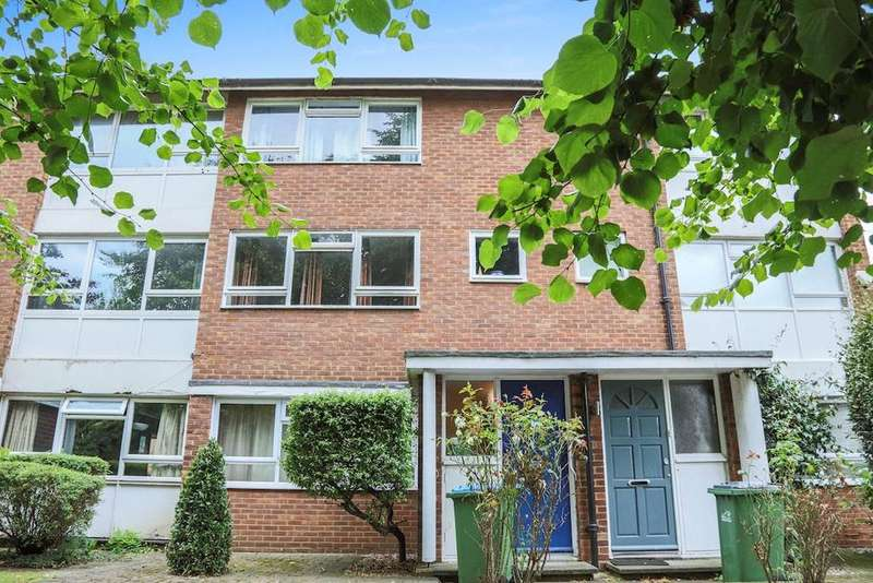 2 Bedrooms Maisonette Flat for sale in Courtlands Avenue, Lee, London, SE12