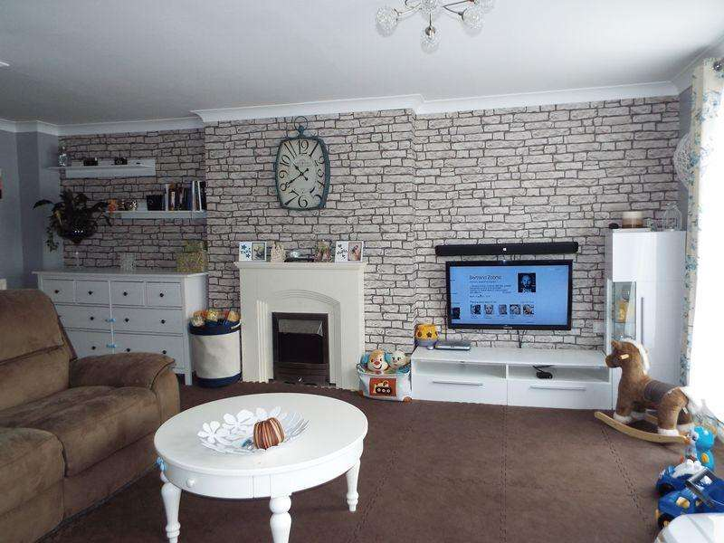 3 Bedrooms Mews House for sale in Manson Drive, Cradley Heath West Midlands. B64 6SD