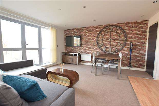 2 Bedrooms Flat for sale in 606 Marsh House, Marsh Street, BRISTOL, BS1 4AQ
