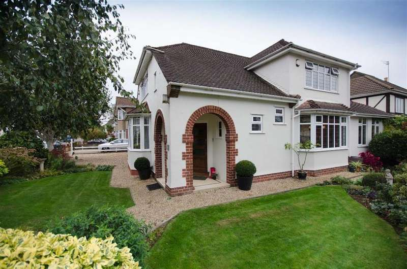 4 Bedrooms Detached House for sale in Heath Walk, Downend, Bristol, BS16 6EZ