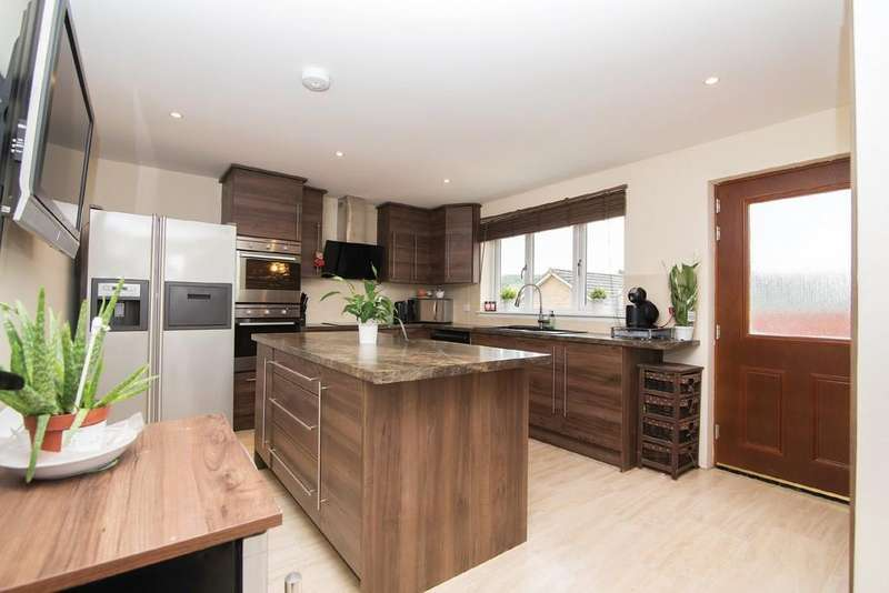 4 Bedrooms Detached House for sale in Main Street