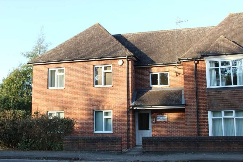 2 Bedrooms Ground Flat for sale in West View Court, Charnham Lane, Hungerford RG17