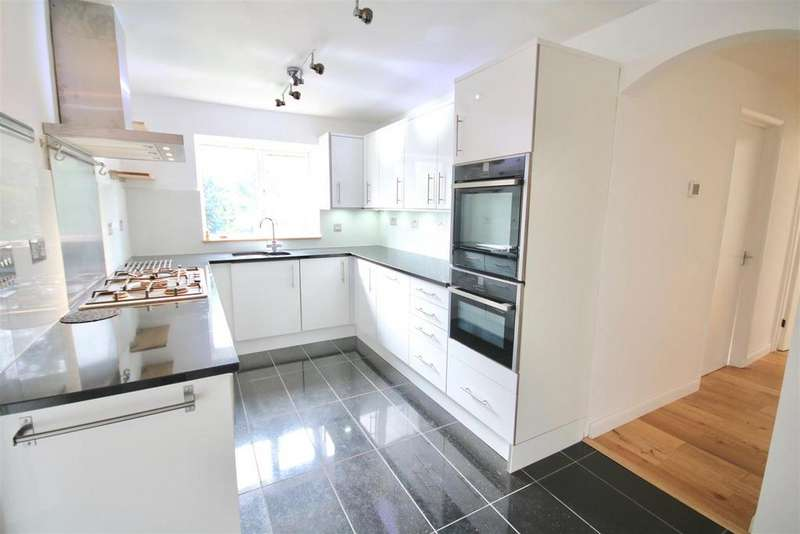 4 Bedrooms Detached House for sale in Hitherwood Close, Waterlooville