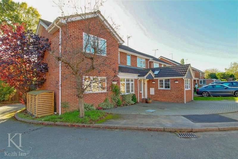 4 Bedrooms Detached House for sale in Meadow Walk, Standon - Superb chain free home