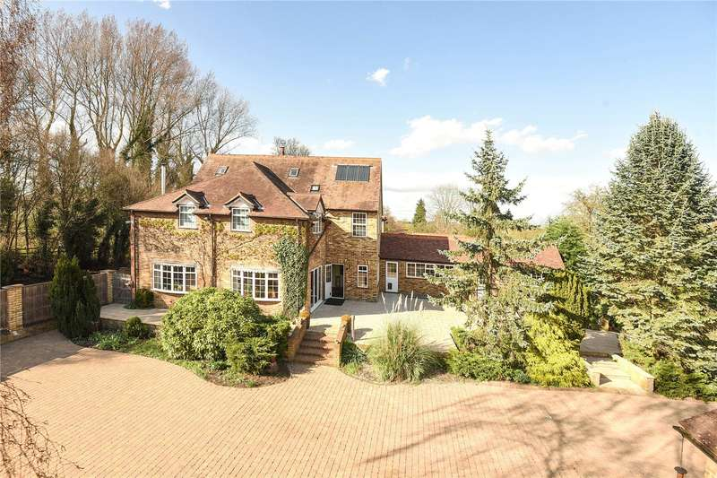 4 Bedrooms Detached House for sale in Cherry Tree Lane, Iver, Buckinghamshire, SL0