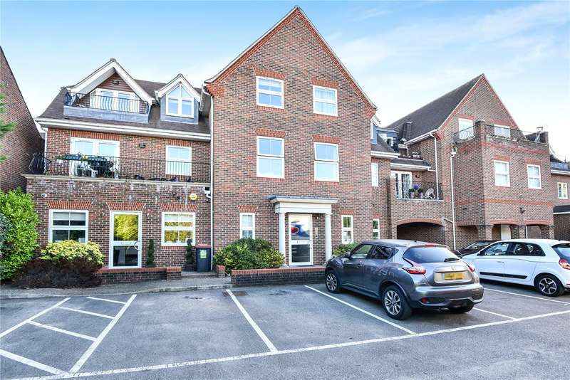 2 Bedrooms Apartment Flat for sale in Carnegie Court, The Broadway, Farnham Common, Buckinghamshire, SL2