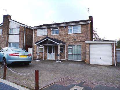 4 Bedrooms Detached House for sale in Buckfast Close, Evington, Leicester, Leicestershire