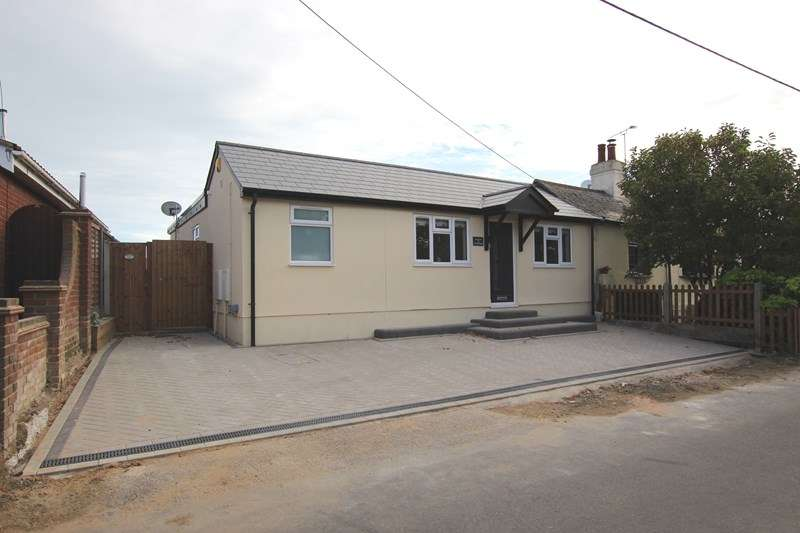 3 Bedrooms Semi Detached Bungalow for sale in Church Road, Barling Magna