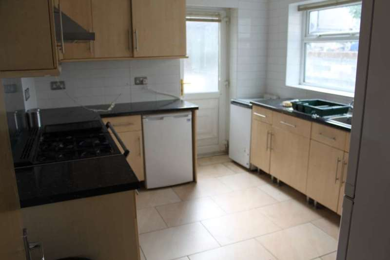 7 Bedrooms End Of Terrace House for rent in Modern 7 bedroom property in Angus Street