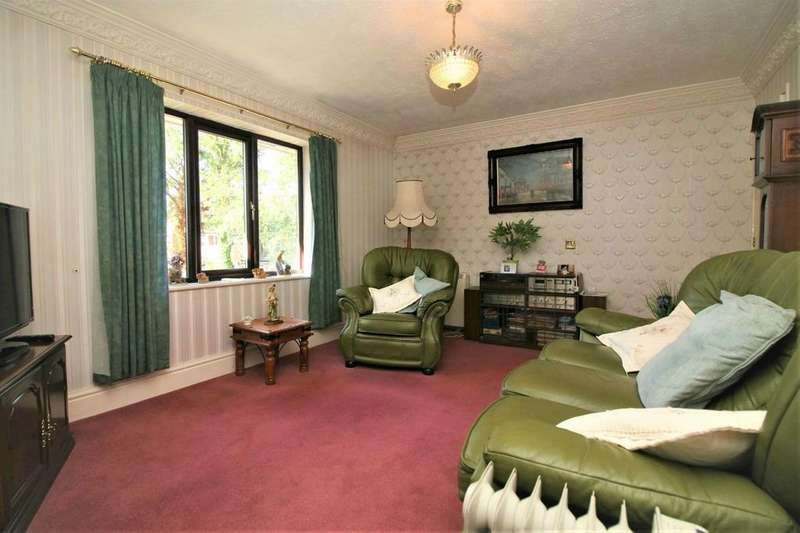 2 Bedrooms Flat for sale in Highgrove Close, BOLTON, BL1