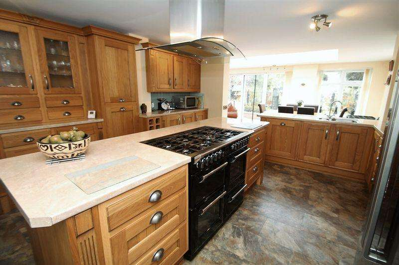 5 Bedrooms Semi Detached House for sale in Countisbury Road, Norton