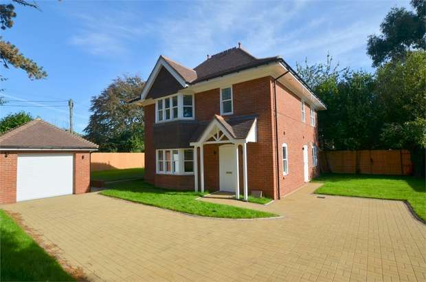 4 Bedrooms Detached House for sale in Portchester Road, Bournemouth