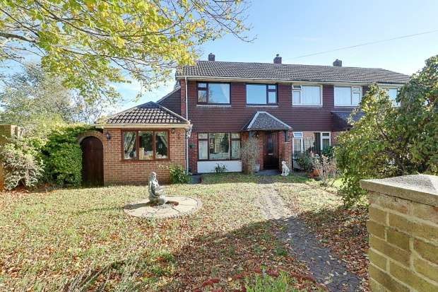 3 Bedrooms Semi Detached House for sale in Mendips Road, Fareham, Hampshire, PO14 1QD