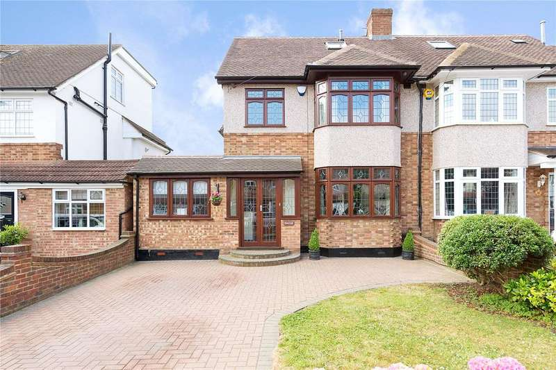 5 Bedrooms Semi Detached House for sale in Fleet Close, Upminster, RM14