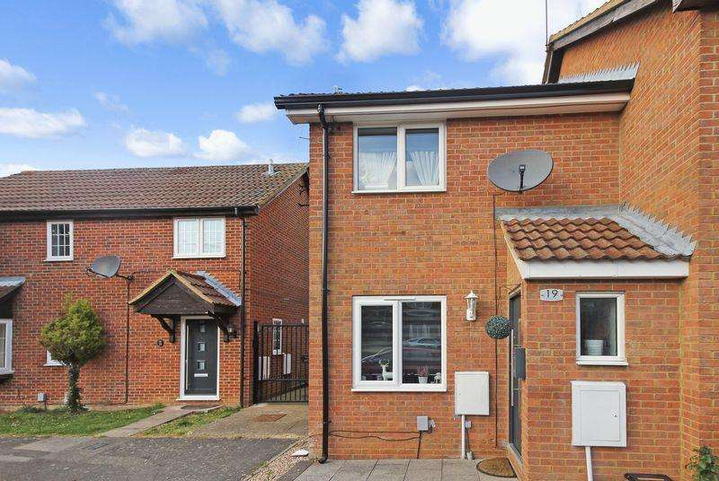 2 Bedrooms Semi Detached House for sale in Goldcrest Close, Luton