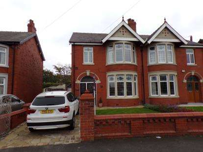 4 Bedrooms Semi Detached House for sale in Warbreck Hill Road, Blackpool, Lancashire, FY2