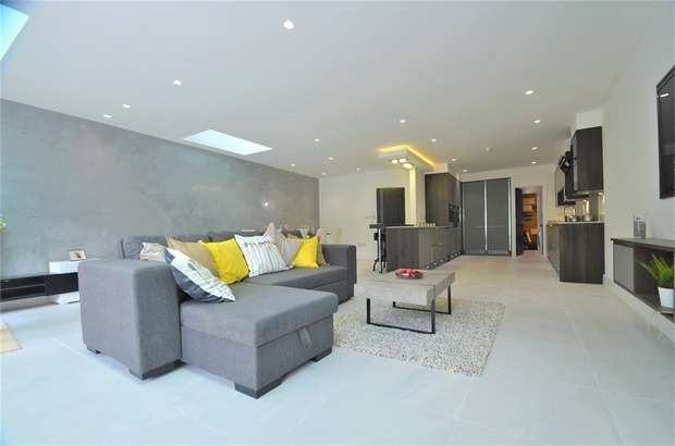 5 Bedrooms Detached House for sale in Parkside, Mill Hill, NW7