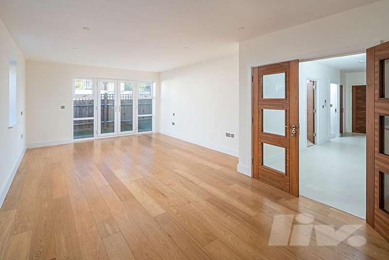 3 Bedrooms Flat for sale in Evergreen Court, Aberdeen Avenue, Finchley Central, N3