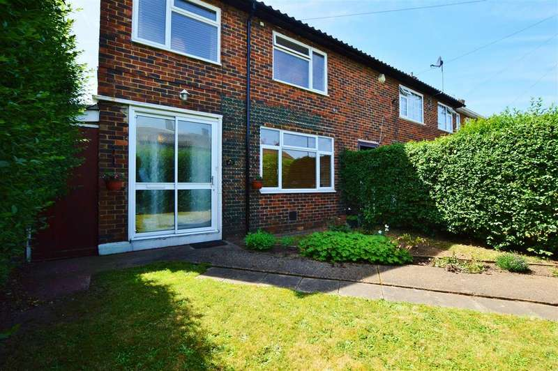 3 Bedrooms End Of Terrace House for sale in Long Readings Lane, Slough