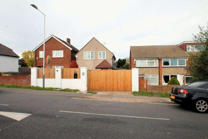 4 Bedrooms Detached House for sale in Charville Lane, Hayes, UB4