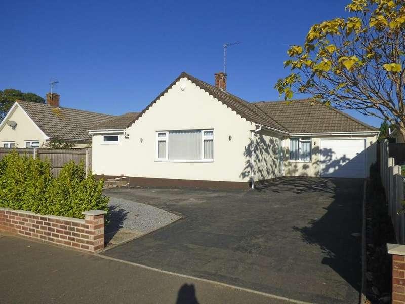 3 Bedrooms Detached Bungalow for sale in Steepleton Road, Broadstone