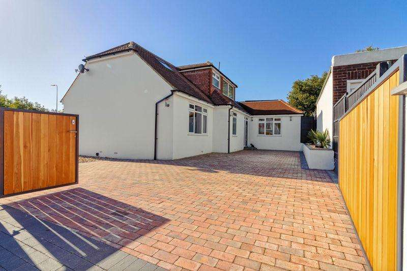 5 Bedrooms Bungalow for sale in Hayling Rise, Worthing