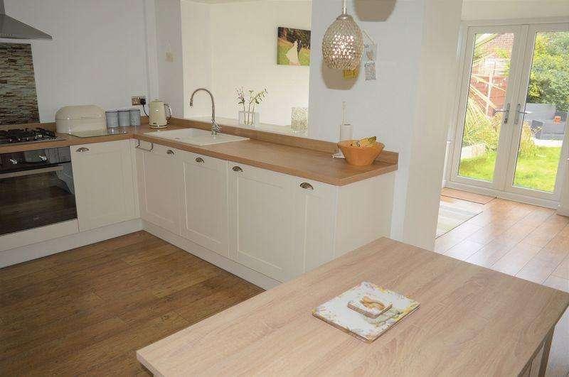 3 Bedrooms Semi Detached House for sale in Lane Head Avenue, Lowton, WA3 2TB