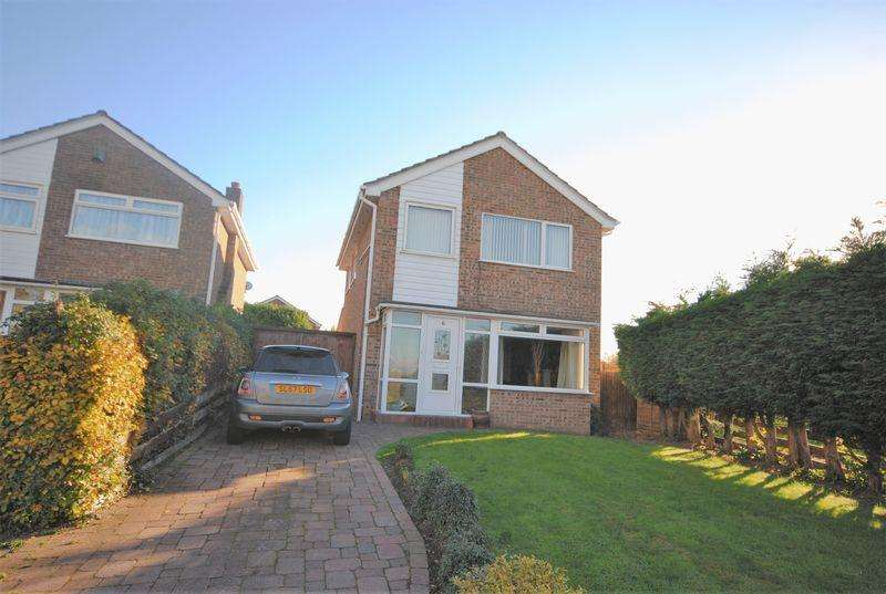 3 Bedrooms Detached House for sale in Cambrian Road, Moreton