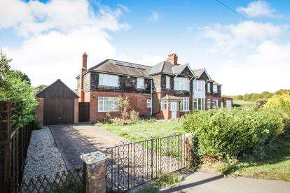 4 Bedrooms Semi Detached House for sale in Barton Road, Streatley, Luton, Bedfordshire