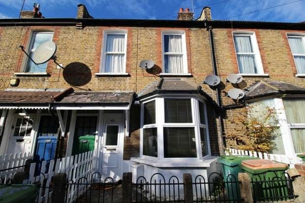 2 Bedrooms Ground Flat for sale in Charlemont Road, London, Greater London, E6 6HD