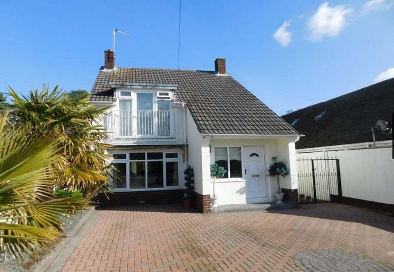 3 Bedrooms Detached House for sale in Napier Road, Lake Pier, Hamworthy, Peninsula, Dorset, BH15
