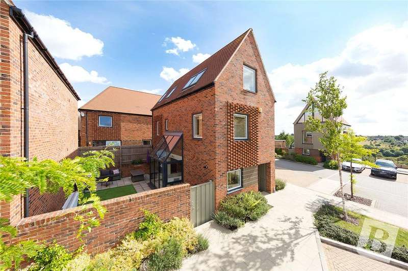 3 Bedrooms Detached House for sale in Elliotts Way, Chatham, Kent, ME4